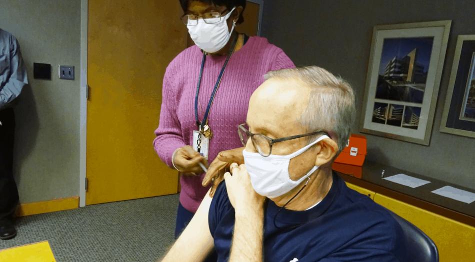 Vacunar a 700,000 personas